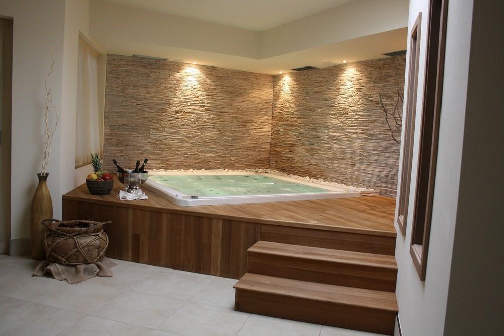Vasche idromassaggio prefabbricate e su misura wellness creation - Vasca da bagno in cemento ...