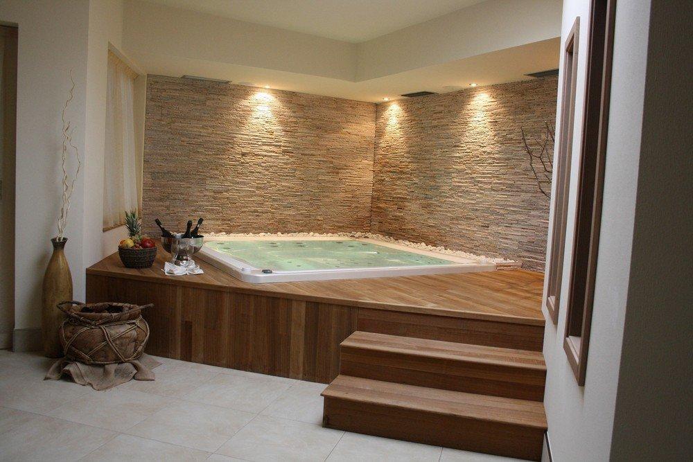 Vasche idromassaggio prefabbricate e su misura wellness creation - Vasca idro da esterno ...